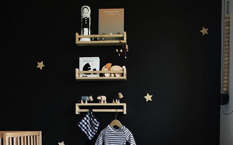 Donkere muur in de babykamer: súper tof