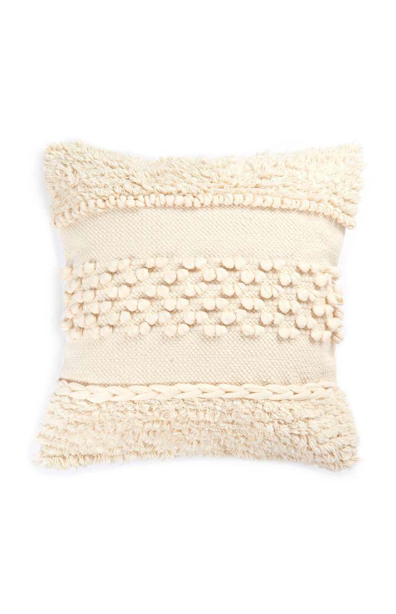 Primark_SS18_homeware_Cream Tassel Cushion, ROI C, FRIT C, IB C, UK C, €10, £10, WK 9_2018