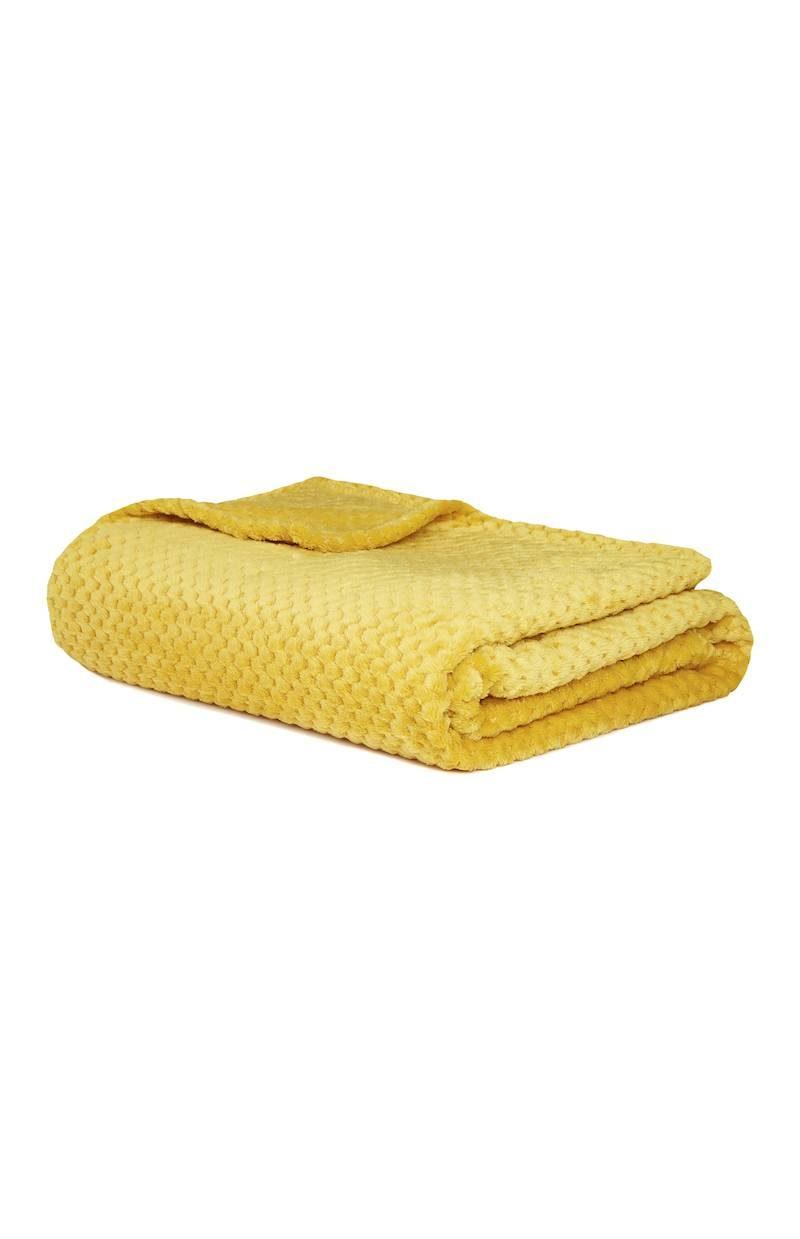 Primark_SS18_homeware_Textured Living Supersoft Throw Mustard, £6 €8