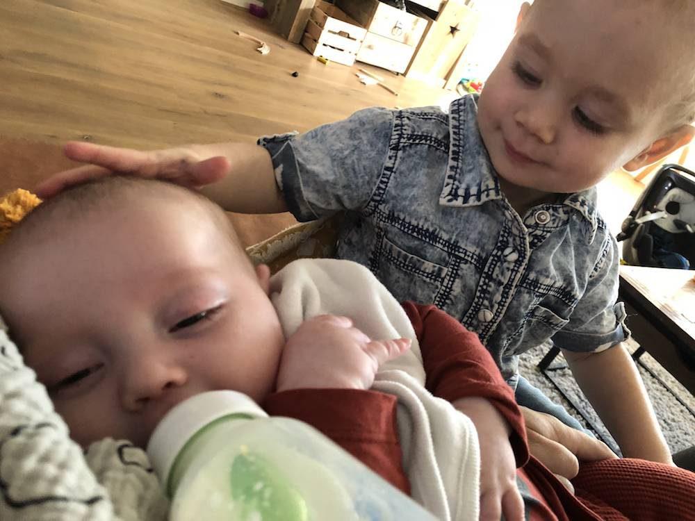 Diary: Raymond weer thuis, babyknuffelen & Mika
