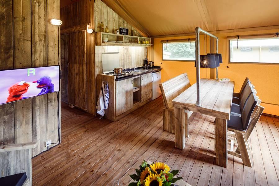 RCN-vakantiepark-de-Roggeberg-Safaritent-de-Wolde-Lodge (8)