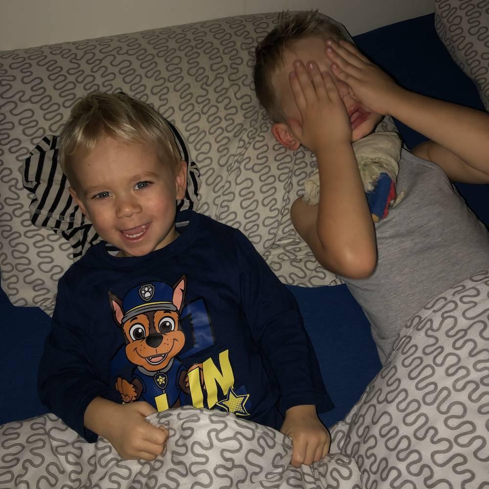 Samen slapen: een babynestje kopen of een co-sleeper huren?