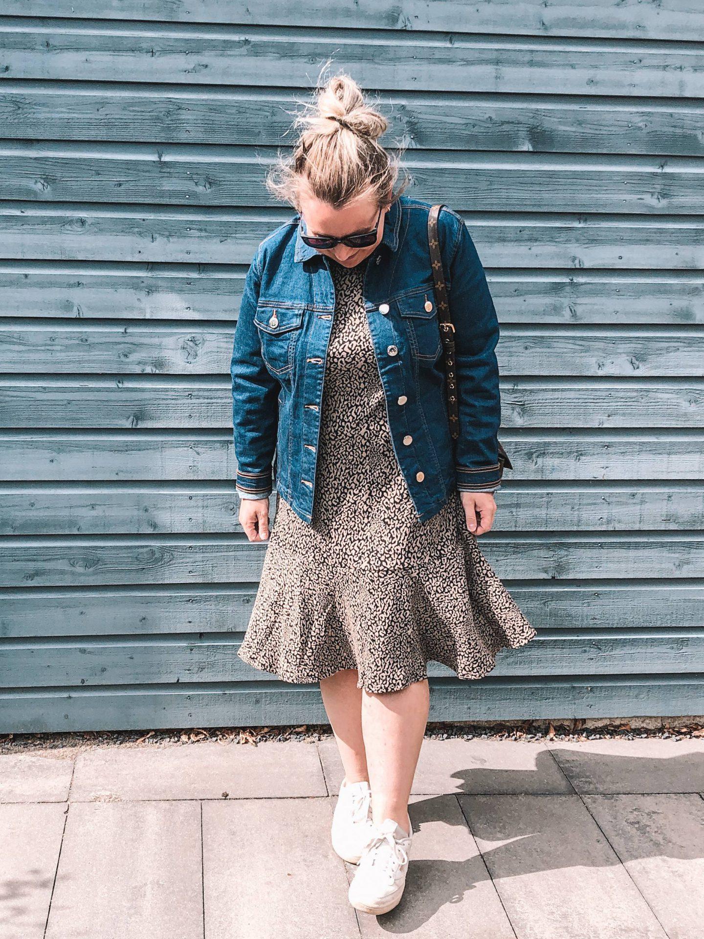 Twee duurzame outfits uit de sustainability collectie van bonprix