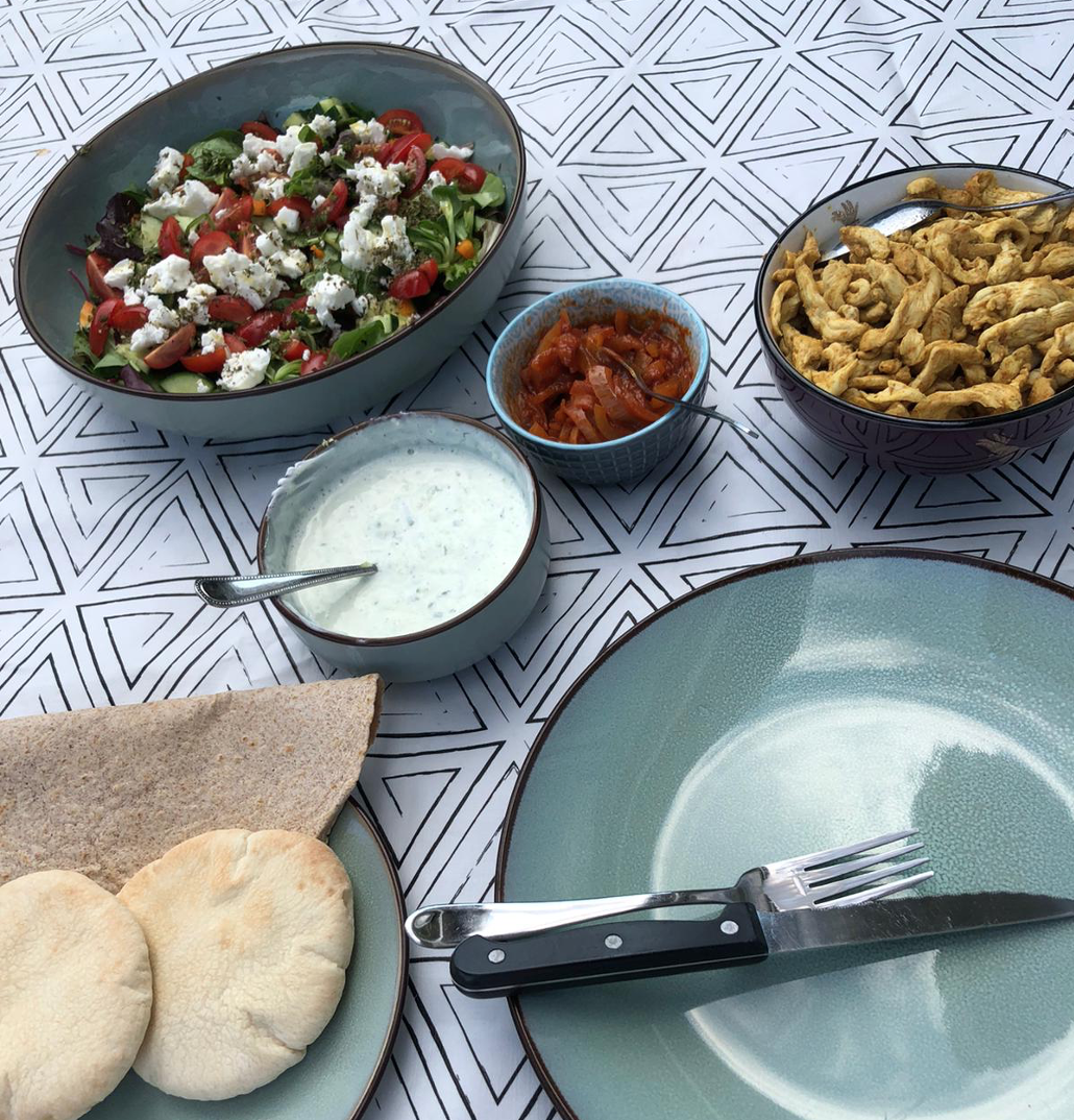 Ankes receptenbox: kipshoarma met verse sausjes en salade