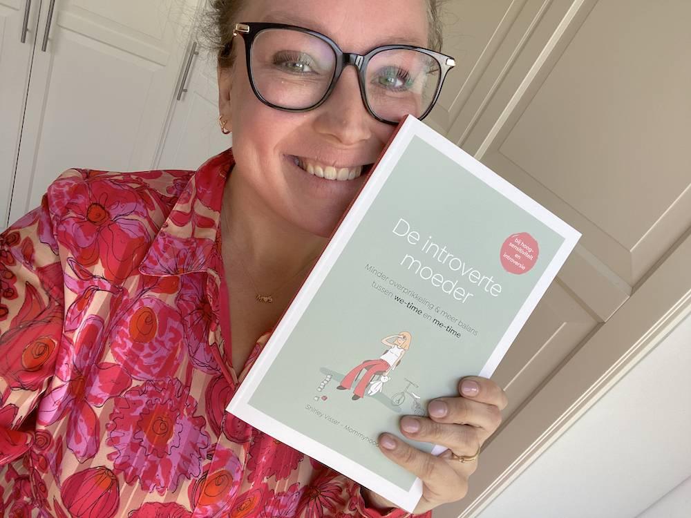 Mijn boek 'de introverte moeder' is vanaf nu verkrijgbaar!